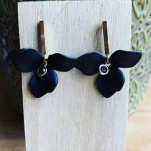 Oni- Handgemaakte bloemen oorsteker.