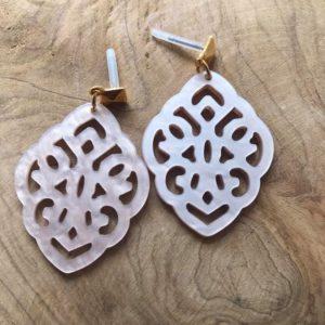 Handmade Resin Oorsteker