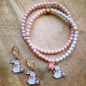 Bunny – Handgemaakte Set van 2 armbandjes en Oorringen.